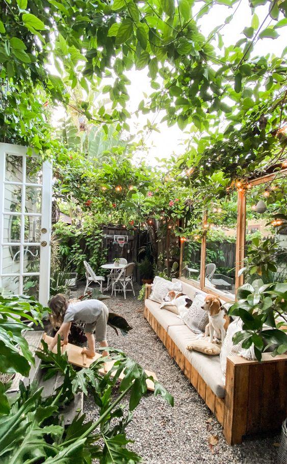 Membuat Taman Kecil Dan Menikmati Waktu Luang Di Rumah ...