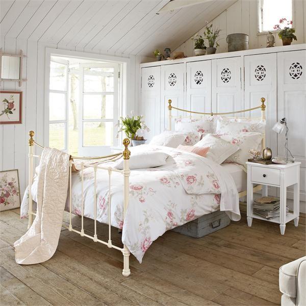 tempat tidur vintage